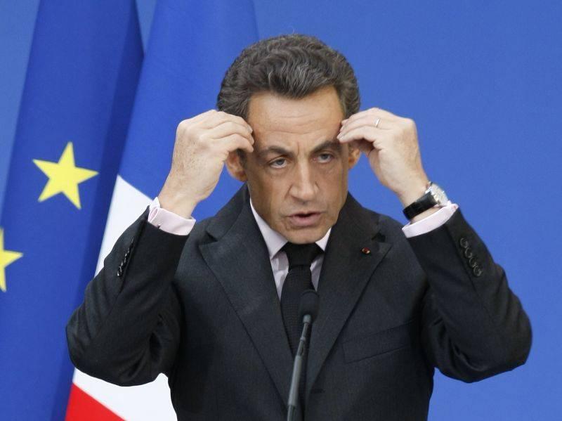 Sarkozy interrompe le vacanze e corre ai ripari  Riunione straordinaria per le misure antideficit