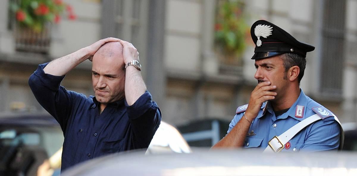 Torino, il gioielliere spara:  morto uno dei rapinatori  Avevano pistole giocattolo