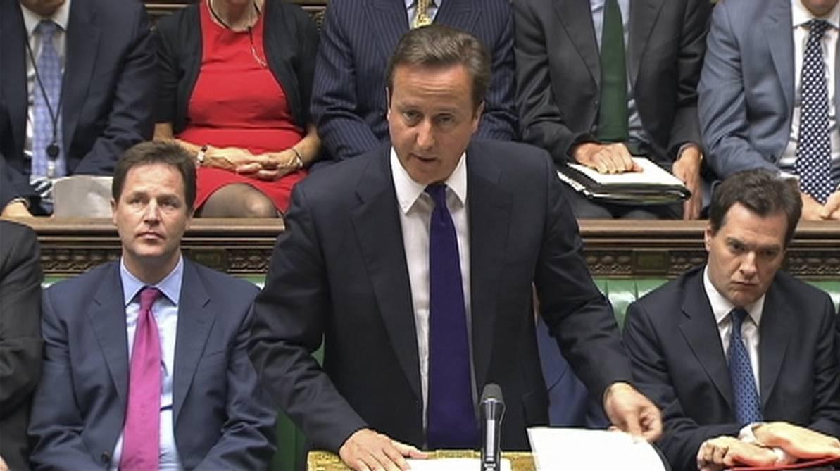 """Scontri di Londra, il pugno duro di Cameron:  """"Al vaglio possibile blocco dei social network"""""""