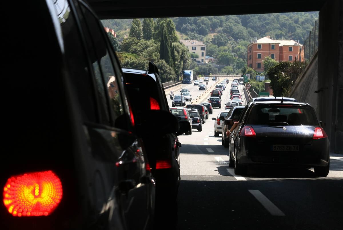 Se i pericoli per gli italiani corrono sulla strada   Ecco l'indagine choc: fuorilegge un'auto su due