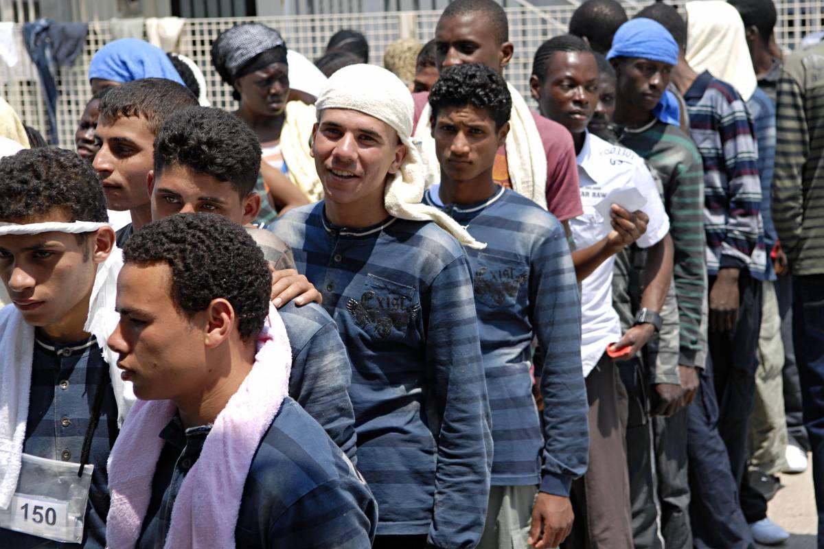 Adesso l'Europa chiude le porte agli stranieri  I muratori? Se sono immigrati niente visto