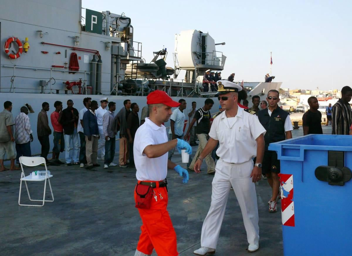 Sbarchi senza sosta sulle coste di Lampedusa:  in sole ventiquattr'ore arrivati 2mila clandestini