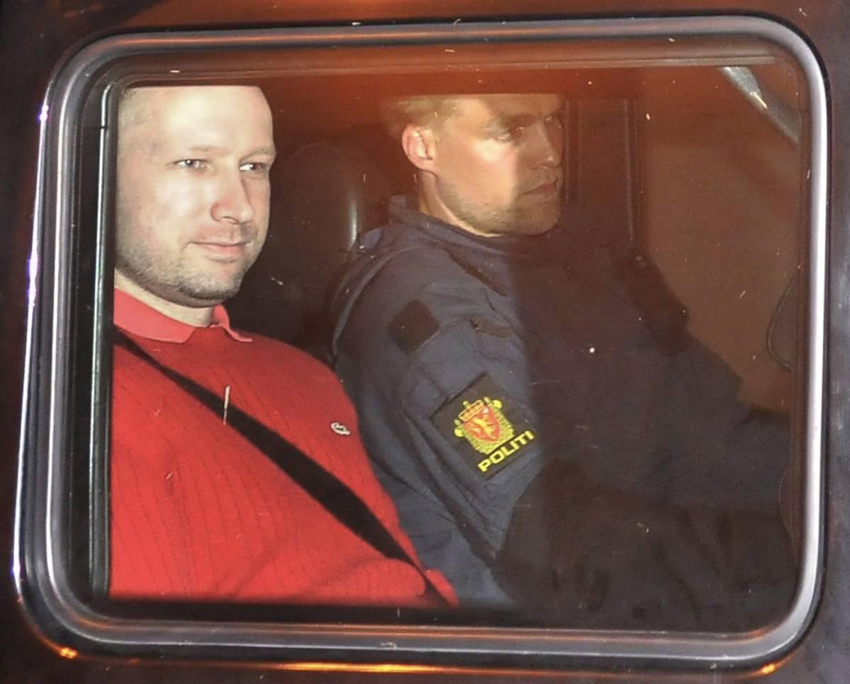 Norvegia, Breivik torna  sul luogo del massacro Ma non mostra rimorsi
