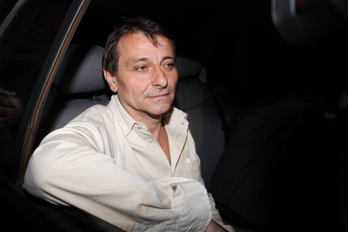 """""""Adoro le spiagge di Rio e le belle ragazze"""":  ecco l'esilio d'oro del terrorista Cesare Battisti"""