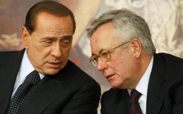 """Berlusconi apre ai """"frondisti""""  Possibili ritocchi alla manovra"""