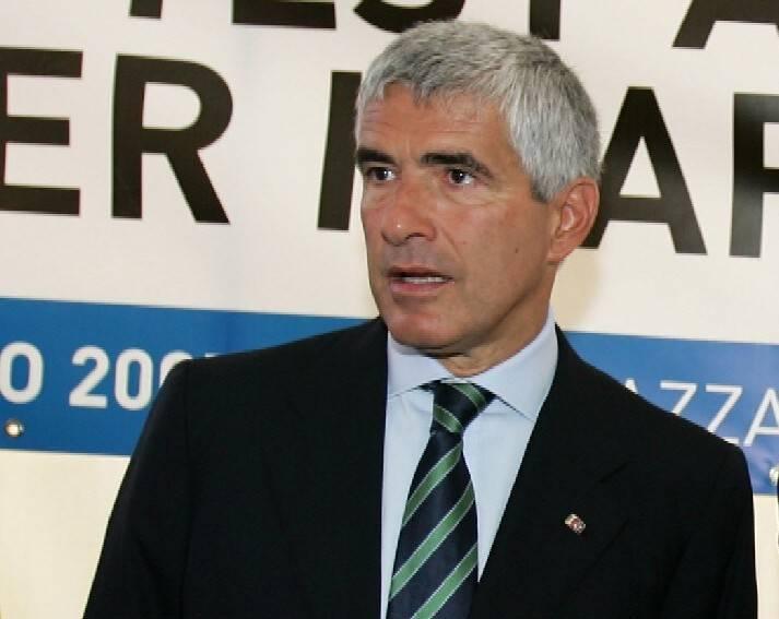 """Manovra, opposizione ancora in ordine sparso   Casini pronto a collaborare ma con qualche """"se"""""""
