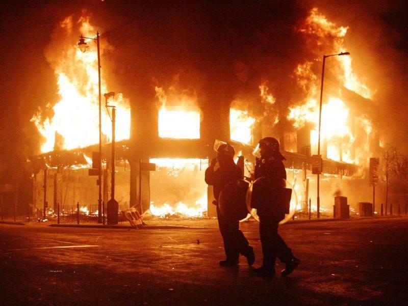Londra, nasce il reato di violenza su Facebook  Quattro anni a 2 ragazzi: istigarono alla rivolta