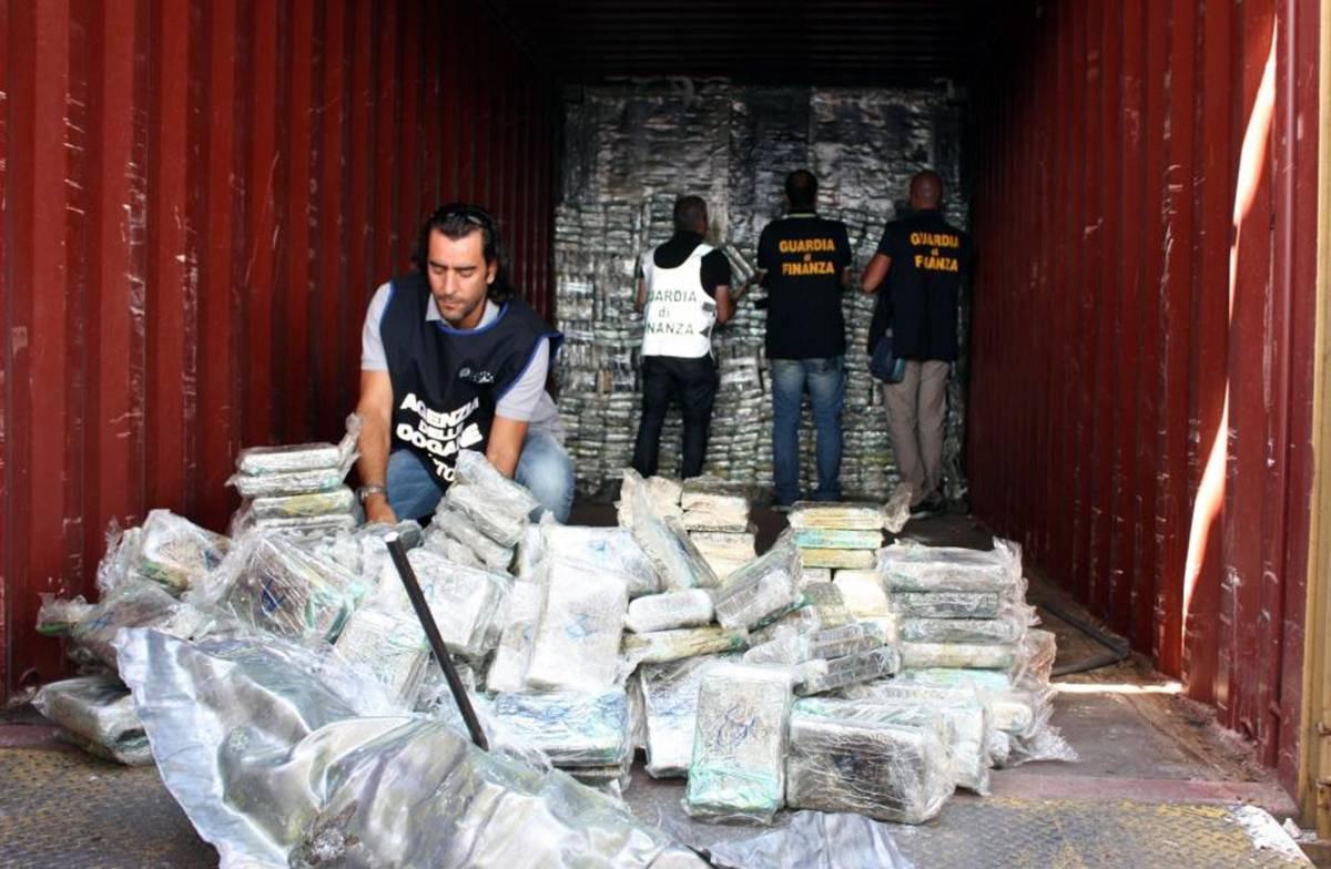 Una tonnellata di cocaina nella rete della Finanza