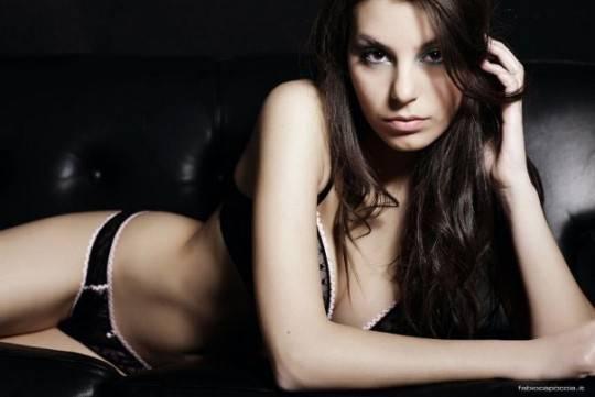 L'aspirante Miss Italia  eliminata per le foto osé  E' anacronistico? Vota