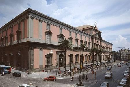 """Oggetti spostati e avvistamenti paranormali:  """"Al museo di Napoli ci sono i fantasmi"""""""