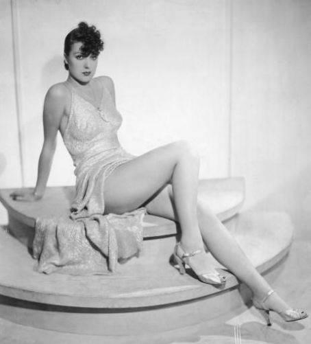Strip-tease: sotto il vestito... tutto   Seduzione e potere in nome del burlesque