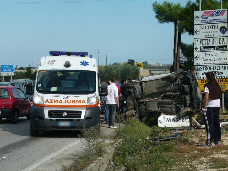 Suv invade corsia opposta  e si scontra con due auto:  morte tre giovani ragazze