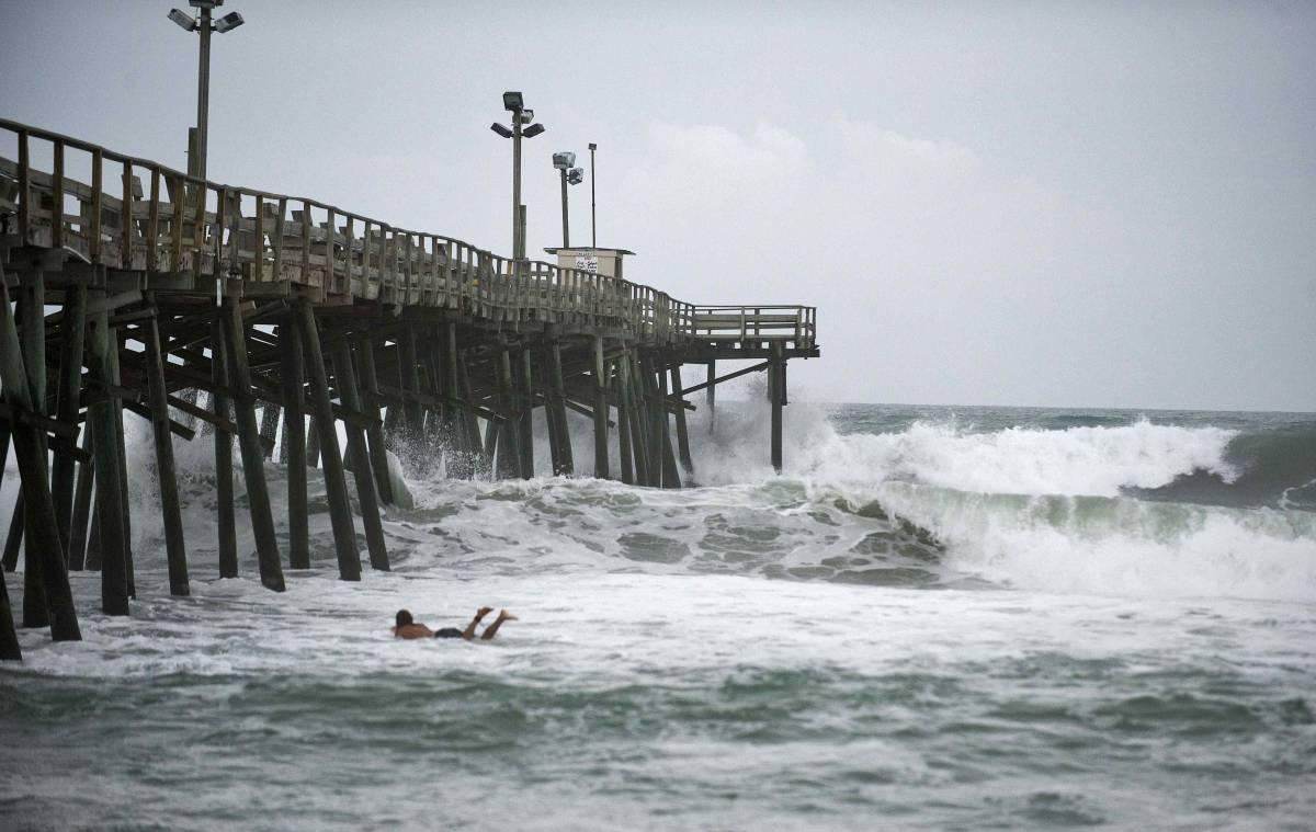 """New York è terrorizzata:  in arrivo l'uragano """"Irene""""  E Obama accorcia le ferie"""