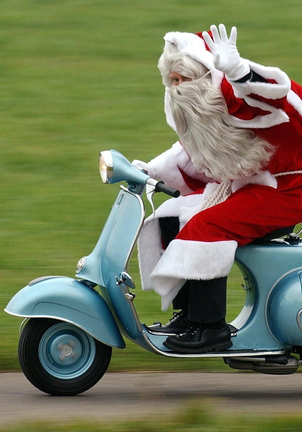 Abeti addobbati, Babbo Natale e luminarie: ad Alassio è già dicembre