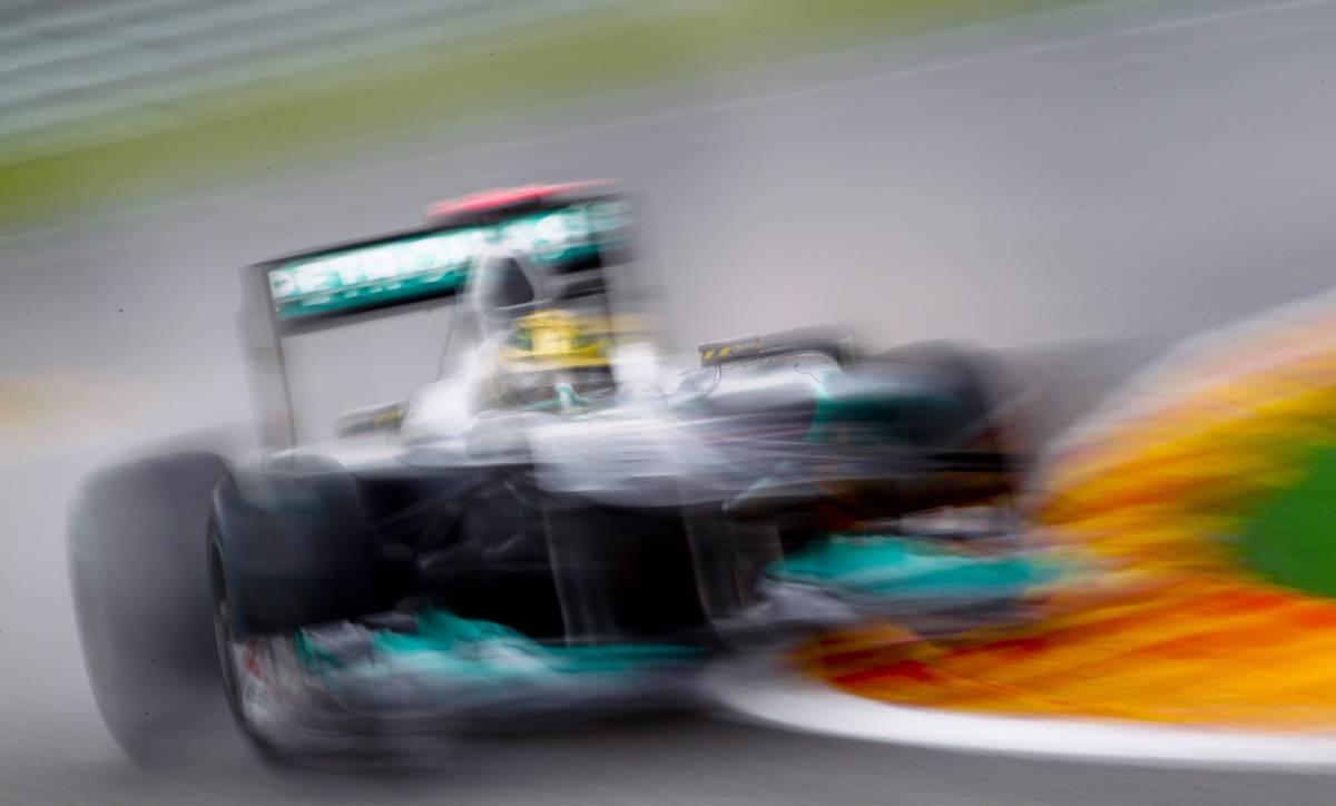 Gp Belgio, Vettel in pole  Alonso è solo ottavo  E Schumi va fuori pista