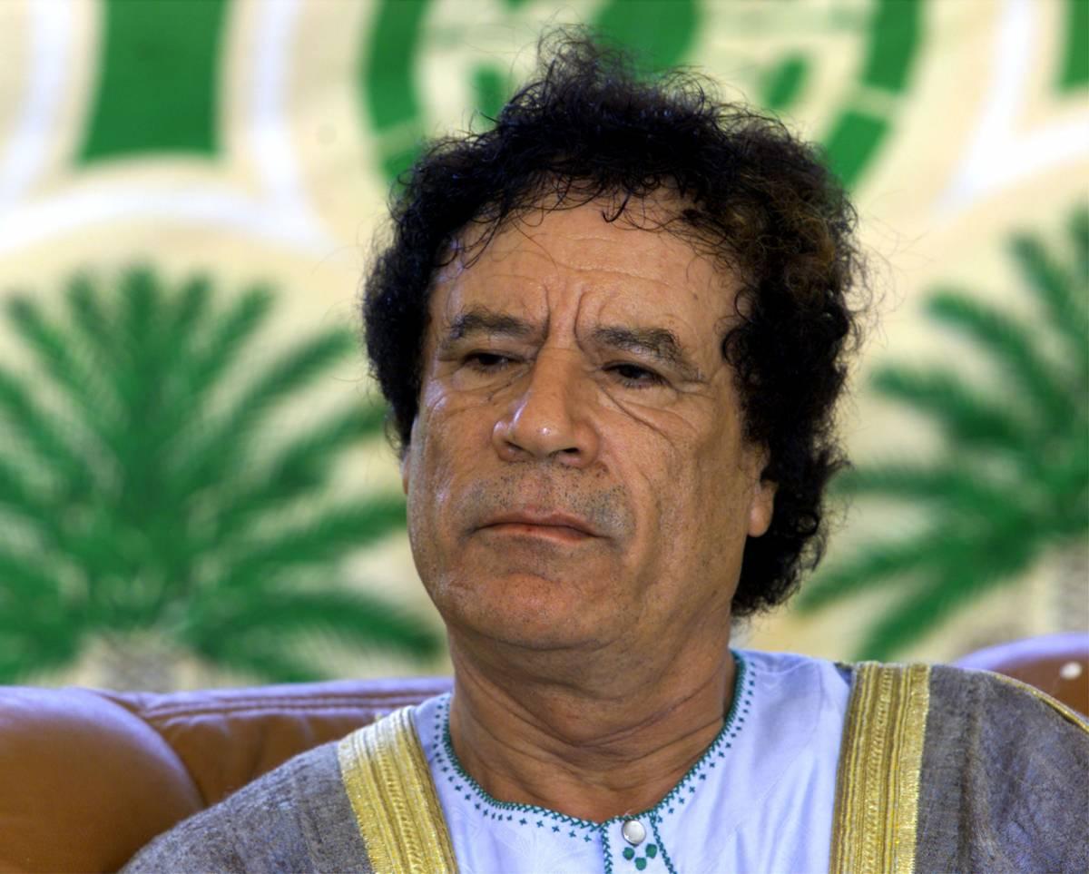 """Libia, il Colonnello vuole trattare con i ribelli  Ma loro non ci stanno: """"Solo dopo la sua resa"""""""