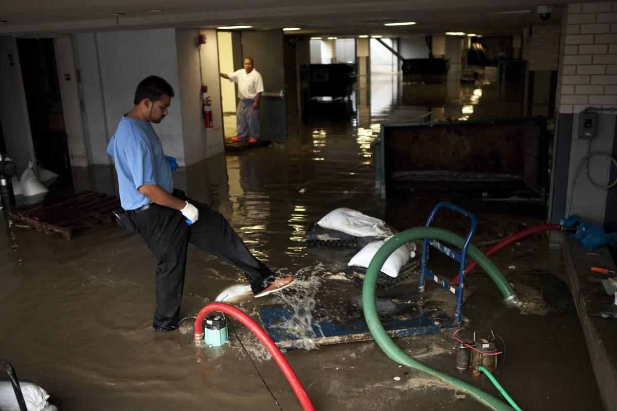 L'uragano flop: Irene, declassato, fa pochi danni   Era solo una tempesta in un bicchier d'acqua
