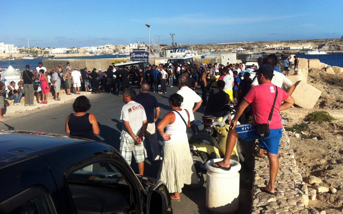 Lampedusa, scoppiano nuove proteste nel Cpa  In 150 scappano e manifestano contro i rimpatri
