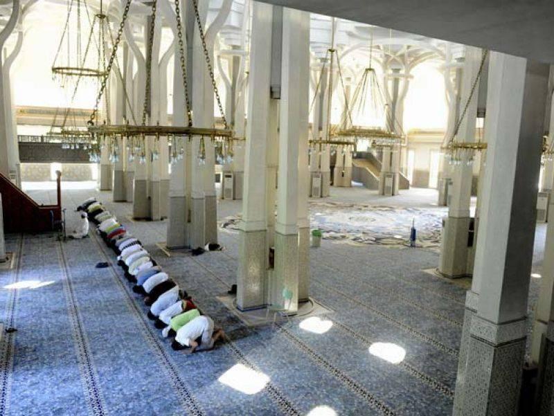 Anche i buonisti si arrendono: addio moschea