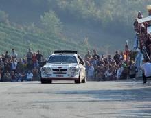 Cuneo, tragedia al rally  Un'auto travolge la folla:  un morto e 3 feriti gravi
