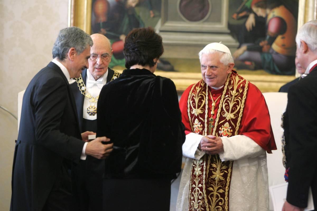 """D'Alema è un """"nobiluomo"""" del Vaticano  Il vice conte Max emblema della sinistra snob"""