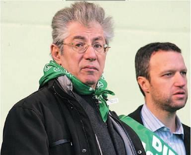 """Bossi tuona contro Tosi:  """"Stronzo, porta i fascisti  La Lega? Via chi contesta"""""""