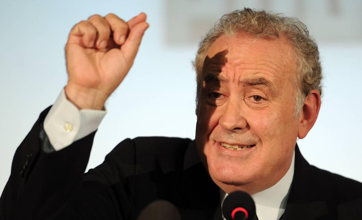 """Michele Santoro adesso fa l'operaio sulla gru: """"Servizio pubblico? La rivolta del telecomando"""""""
