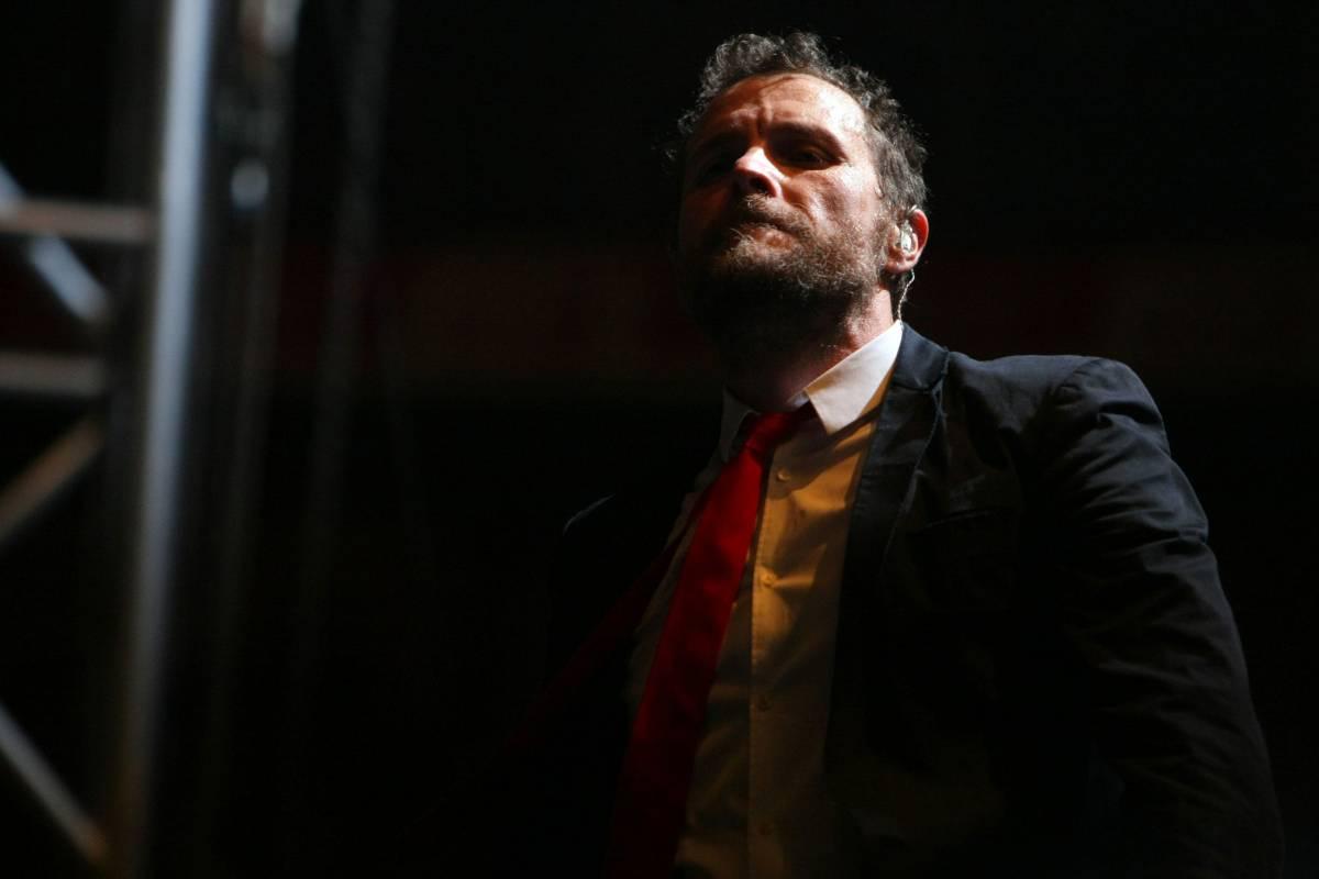 Trieste, crolla il palco del concerto di Jovanotti un morto e 6 feriti gravi