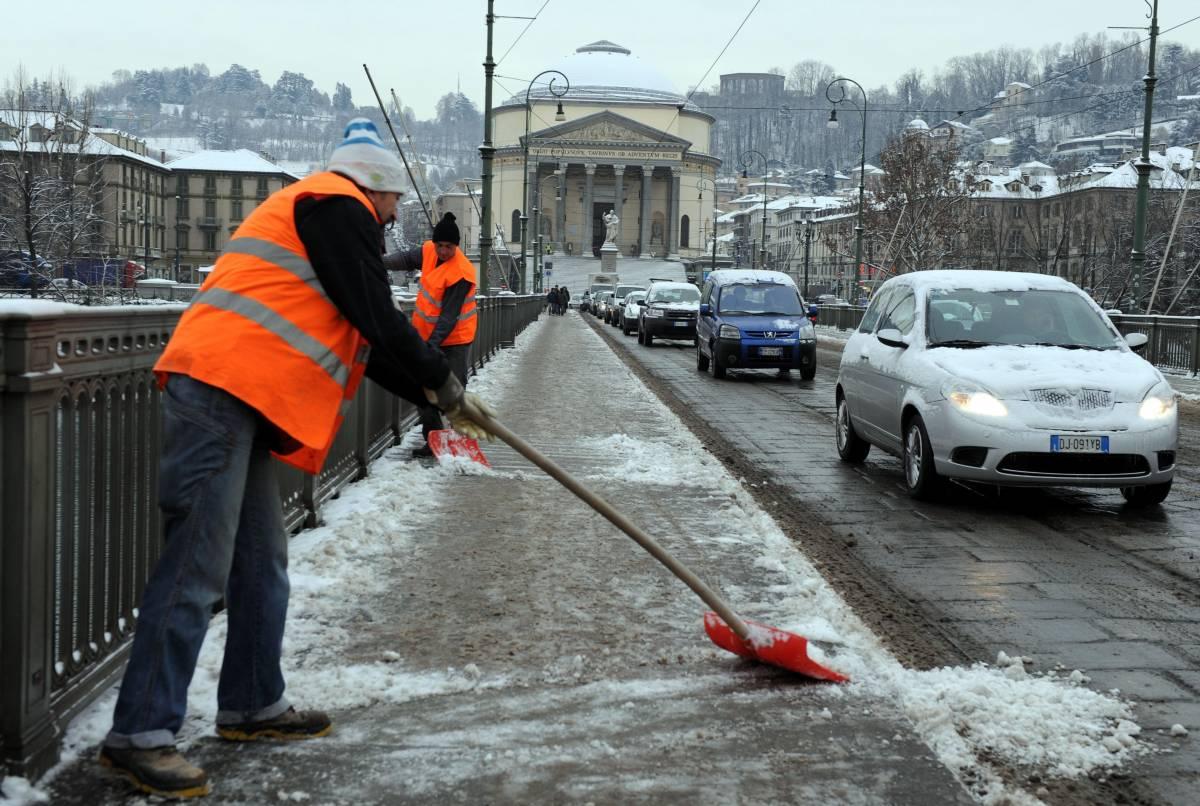 Neve e gelo al centro-nord: ospedali e scuole nel caos Rinviato match Parma-Juve