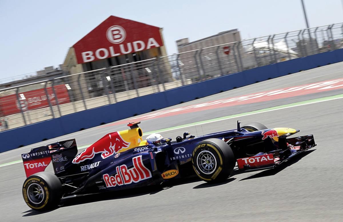 F1, Vettel vola a Valencia Che disastro le due Ferrari