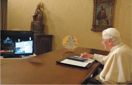 "Tweet, iPad e blog Ora il Vaticano benedice i ""miracoli"" tecnologici"