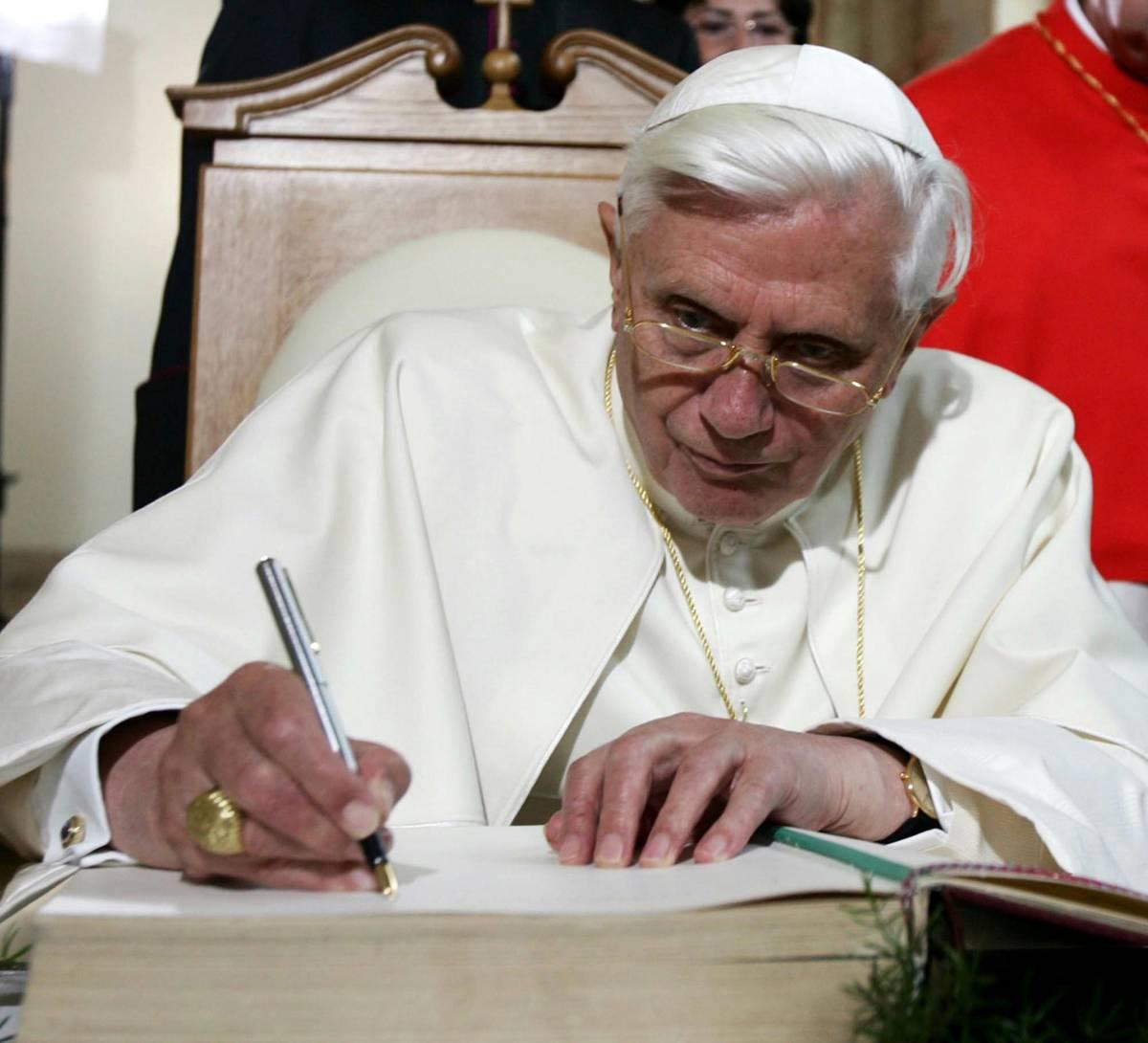 """Il Papa: """"I matrimoni tra gay? Una ferita a giustizia e pace"""""""