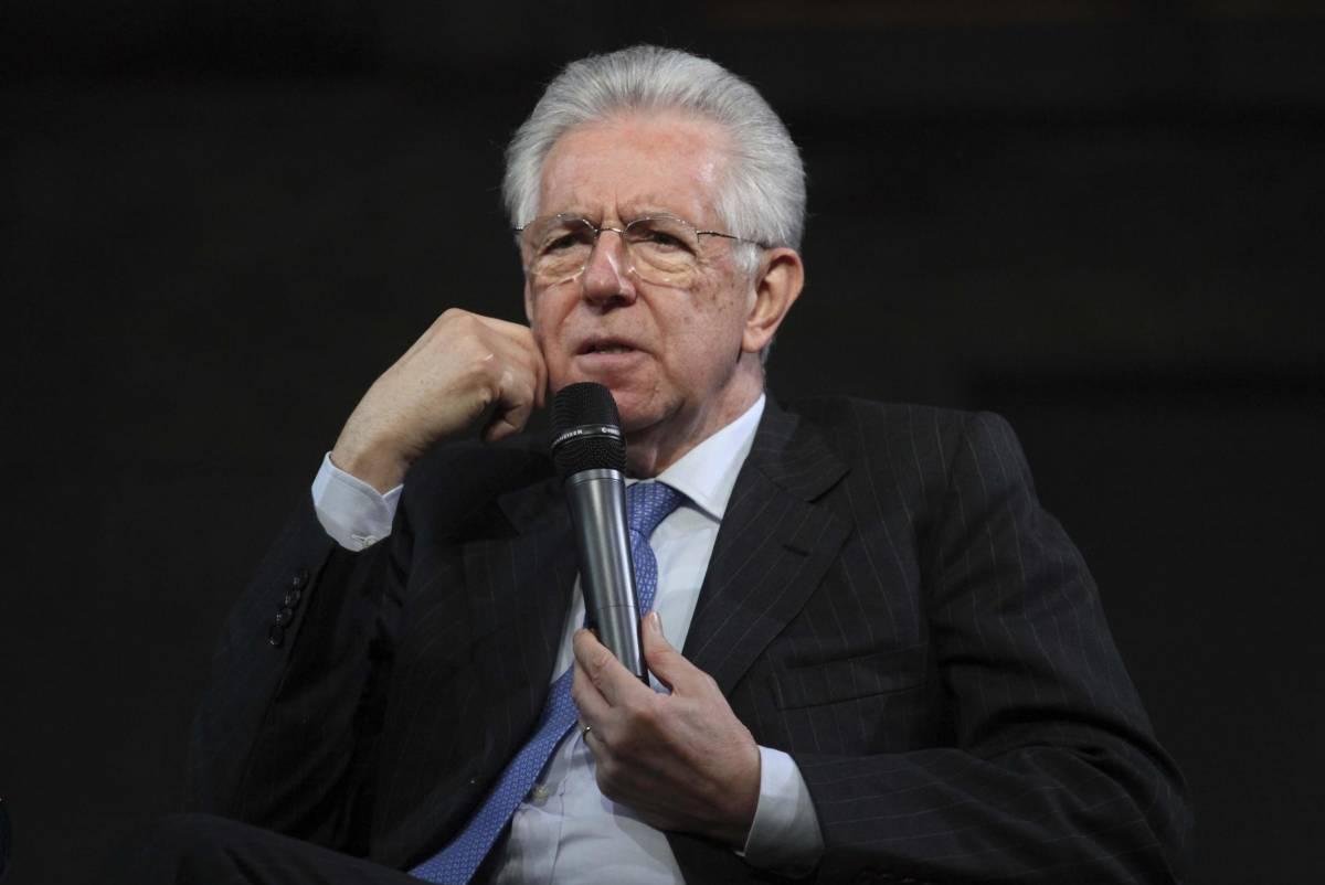 Il premier dimissionario Mario Monti incontra i giovani milanesi al Teatro Carcano
