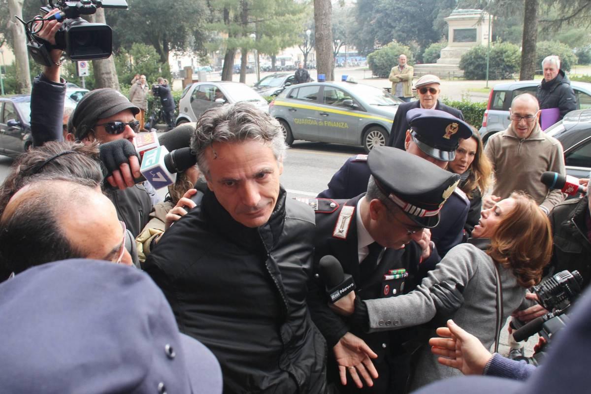 L'ex presidente del Monte dei Paschi di Siena Giuseppe Mussari entra in Procura