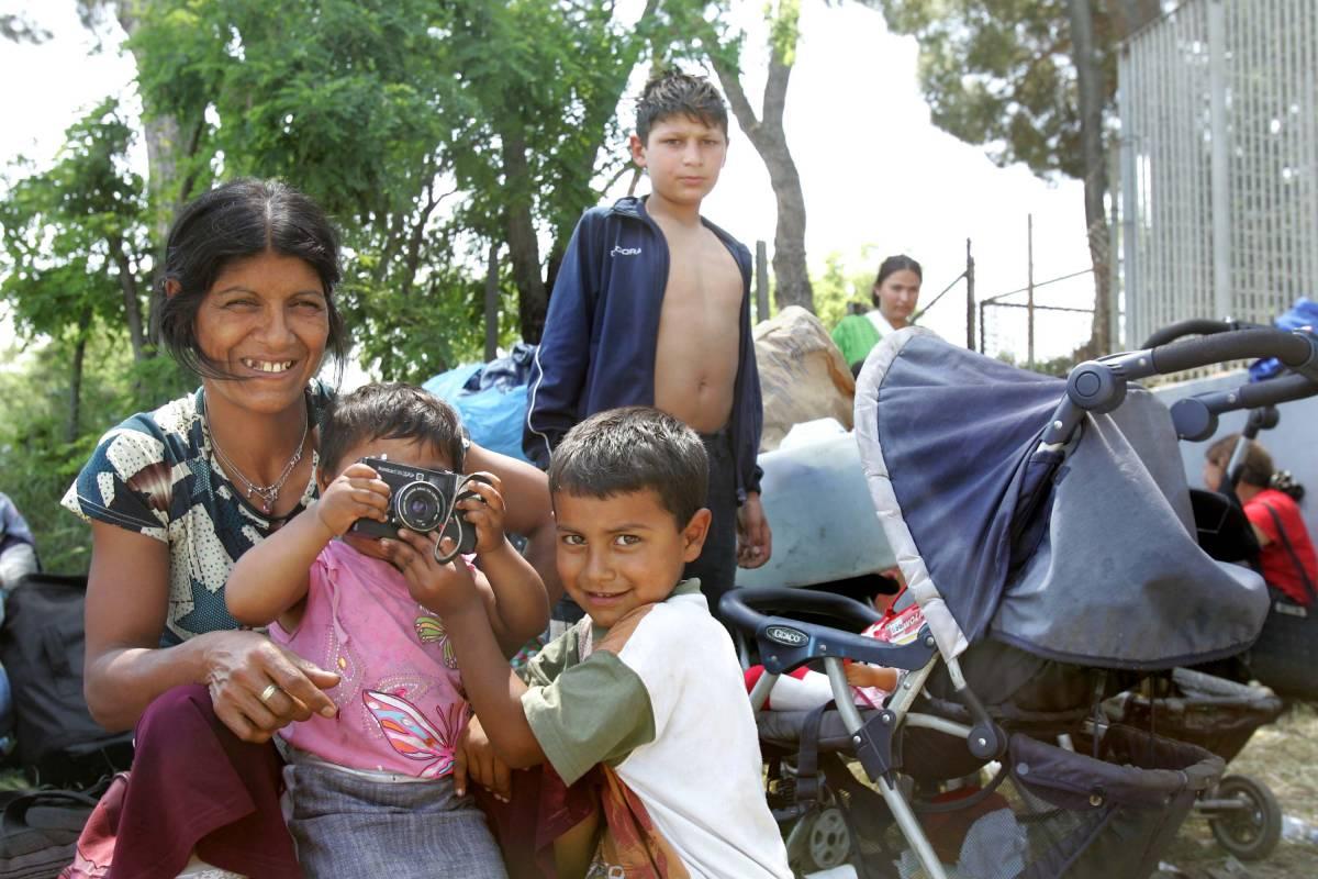I rom in casa, gli italiani dormono in strada