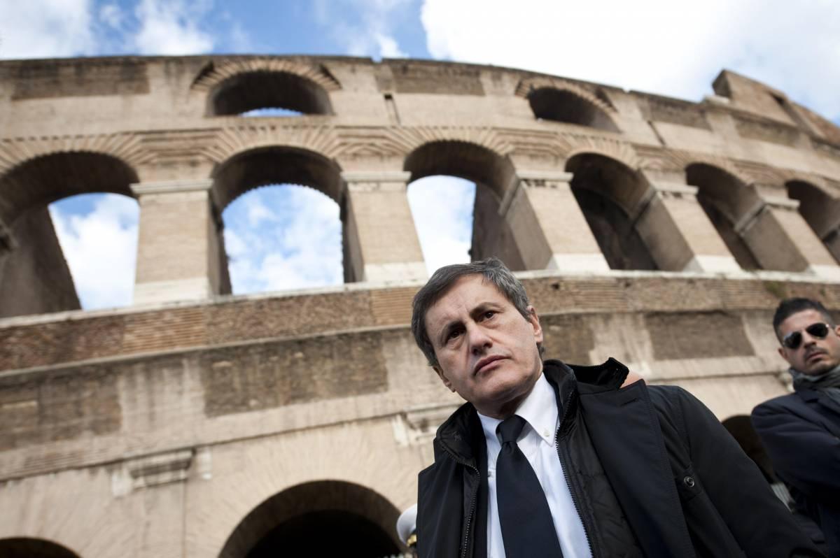 Il sindaco di Roma Gianni Alemanno al Colosseo