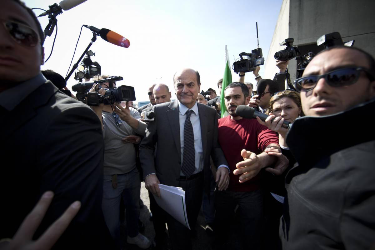 Il segretario del Pd Pierluigi Bersani a Corviale