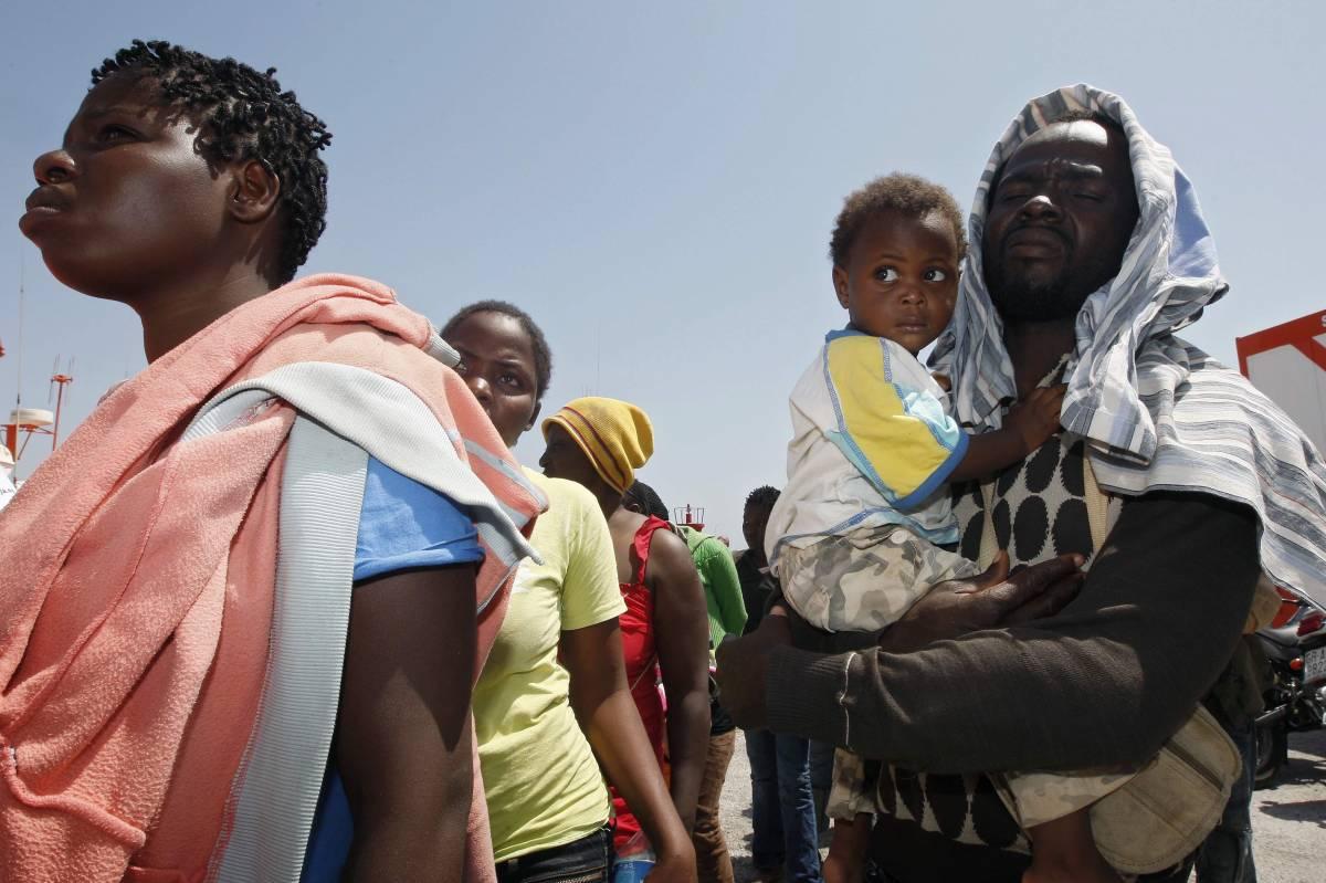 Gli sbarchi non si arrestano: tratti in salvo mille immigrati