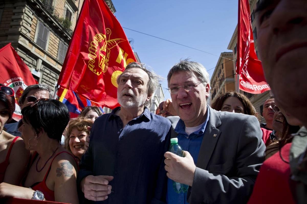 Il segretario della Fiom Maurizio Landini insieme a Gino Strada