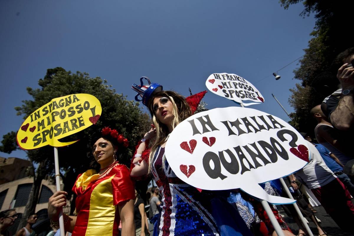 """Dal Gay Pride diktat a Marino: """"Subito registro delle unioni civili"""""""