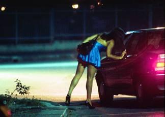 Cassazione: stop multe per chi si ferma in auto accanto a una prostituta