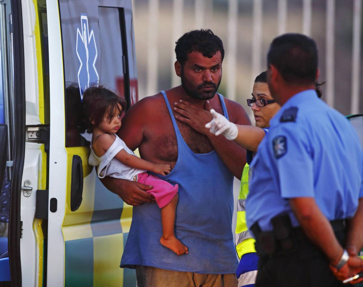 Malta non si piega ai diktat Ue: Letta fa sbarcare a Siracusa i clandestini naufragati in Libia