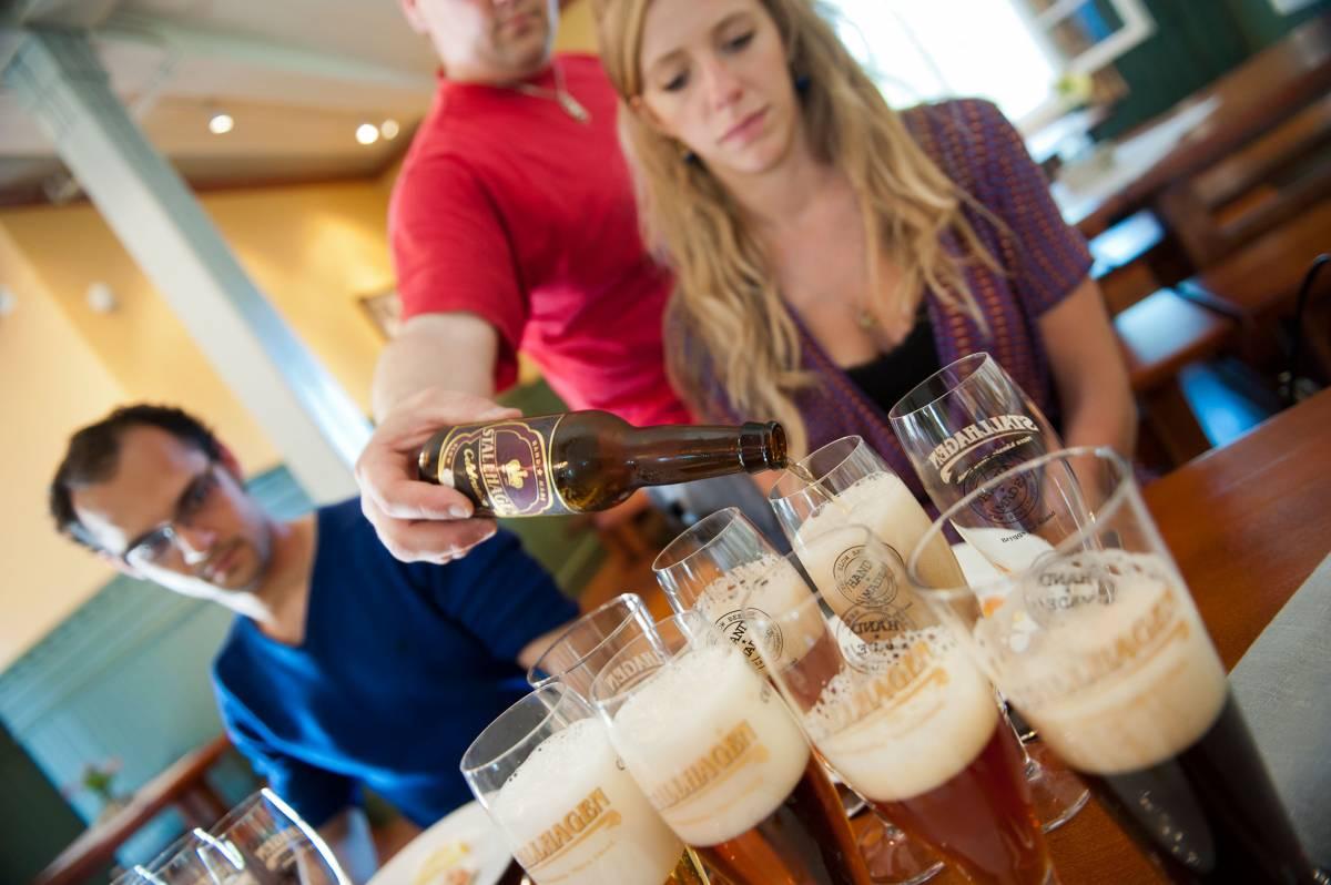 Con un sorso di birra ci ubriacano di tasse