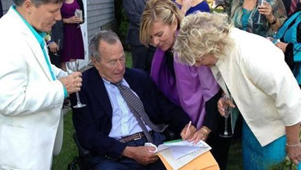 Bush padre testimone all'unione gay di due amiche nel Maine