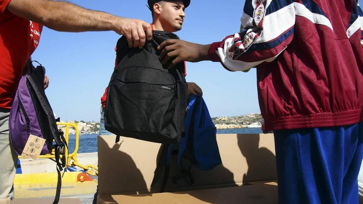 Scaricabarile Ue sui profughi: fermati in Grecia, sbarcano qui