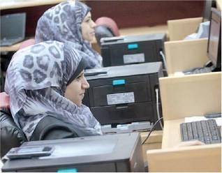 """L'Europa stipendia i """"fannulloni pubblici"""" negli uffici palestinesi"""