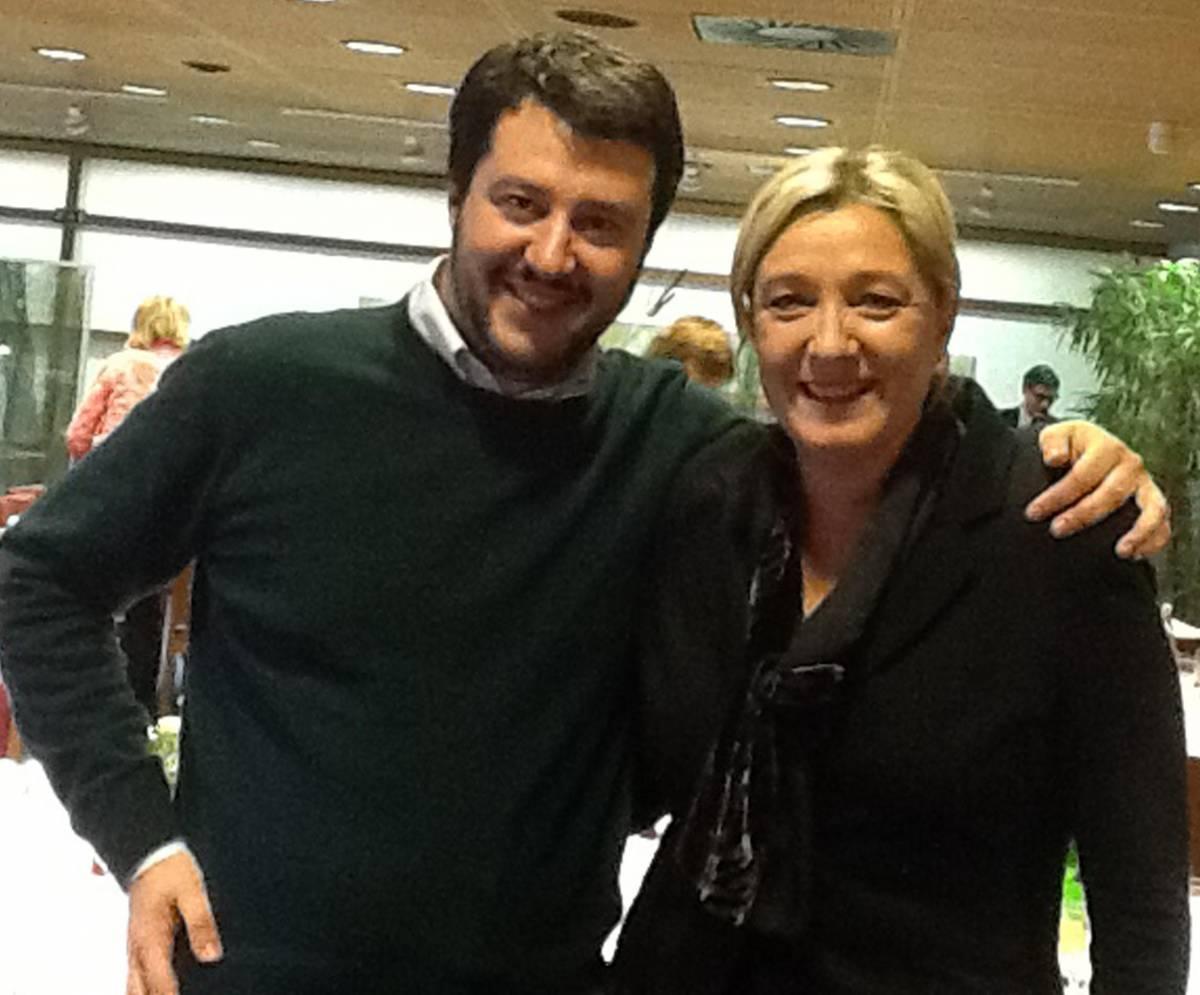 Il segretario della Lega Nord Matteo Salvini con Marine Le Pen