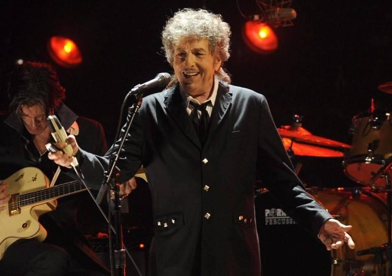 È allarme attentati ai concerti: scorta di 12 agenti a Bob Dylan