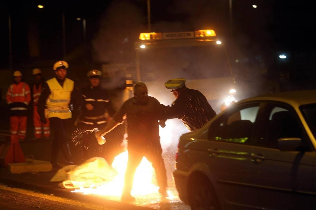 Paura a Monza: ristoratore si dà fuoco per protesta