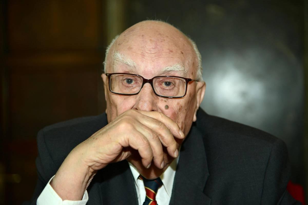 """Polemiche su Camilleri: """"Violenti di Casapound"""" Ma il profilo è un falso"""